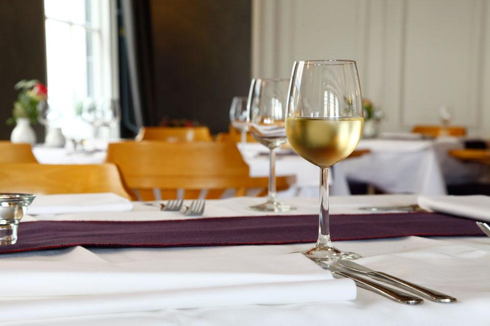 Gedekte tafel bij restaurant 'In het Bonte Varken'
